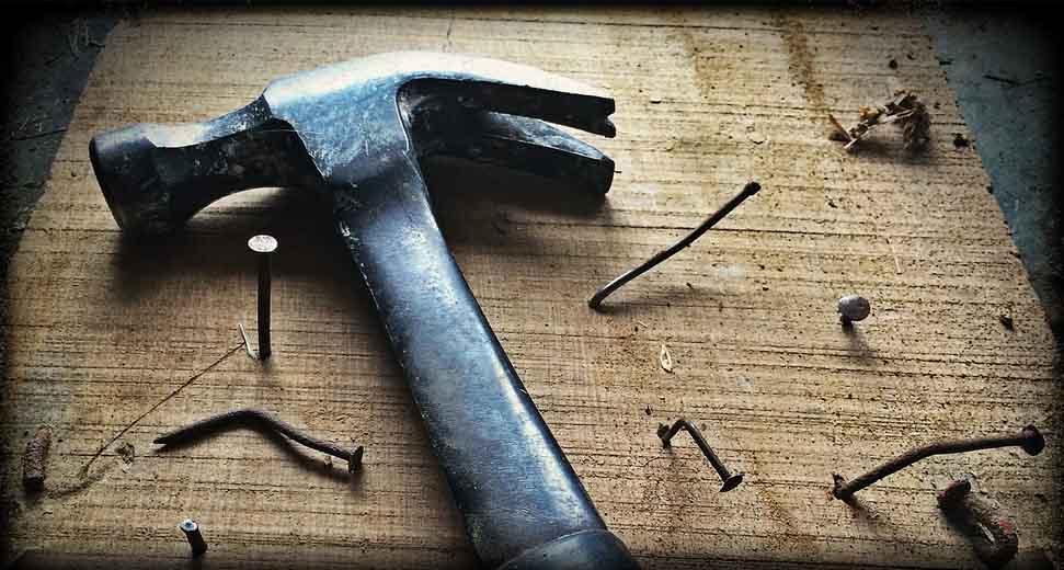 How to safely use a hammer, and what hammer types are there?